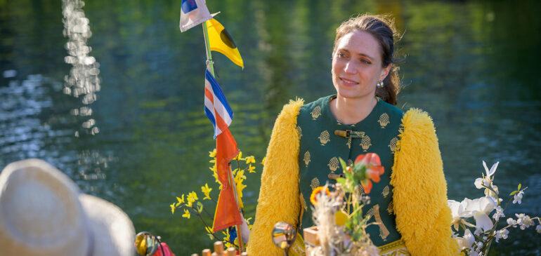 Rosina brengt aria's vanaf het water
